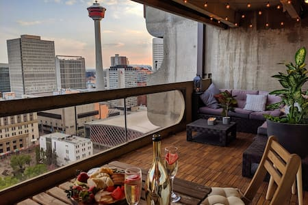 YYC Views | Parking | Gym | Sauna | Welcome Gift