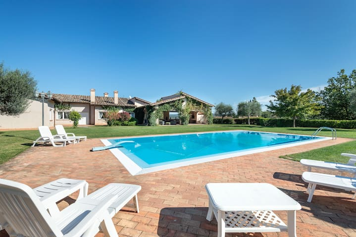 Luxe Roman Villa For Families | 25mins From Centre