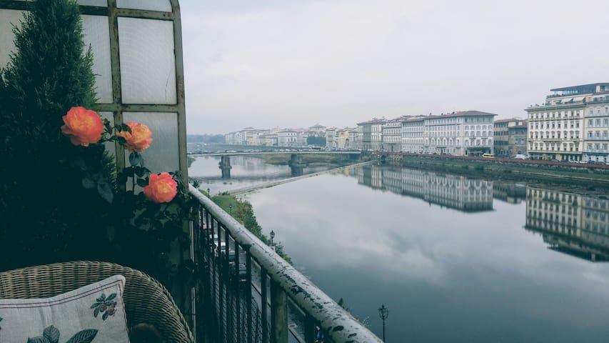 Valia Florence 1: River View