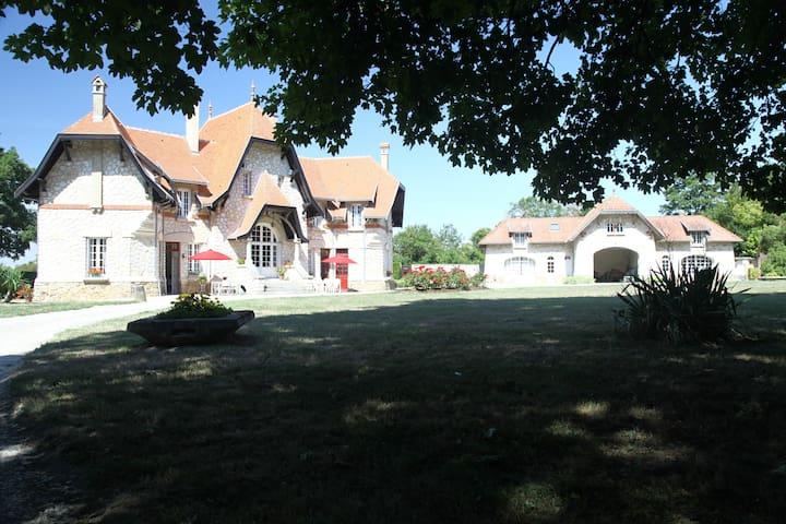 Prunay的民宿