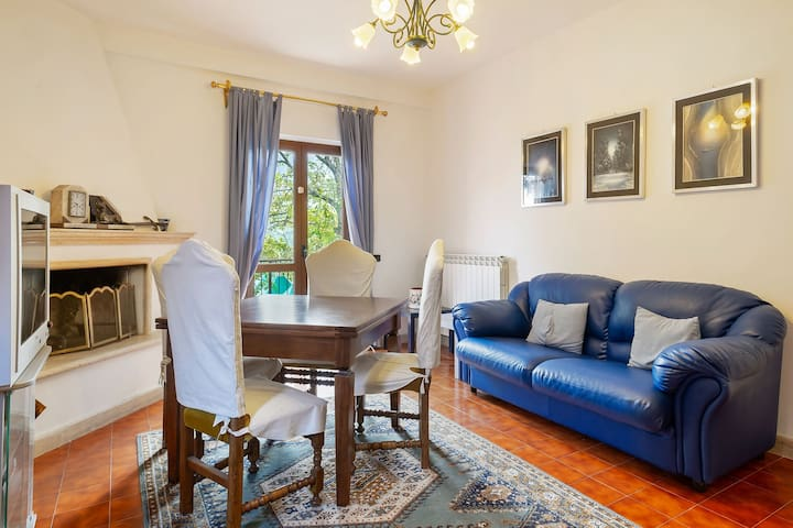 Studio in castle with pool and views of the Majella Park and Lake Bomba