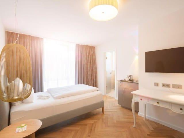 Hotel Traube Revital, (Wurmlingen), Einzelzimmer Superior Plus mit Balkon