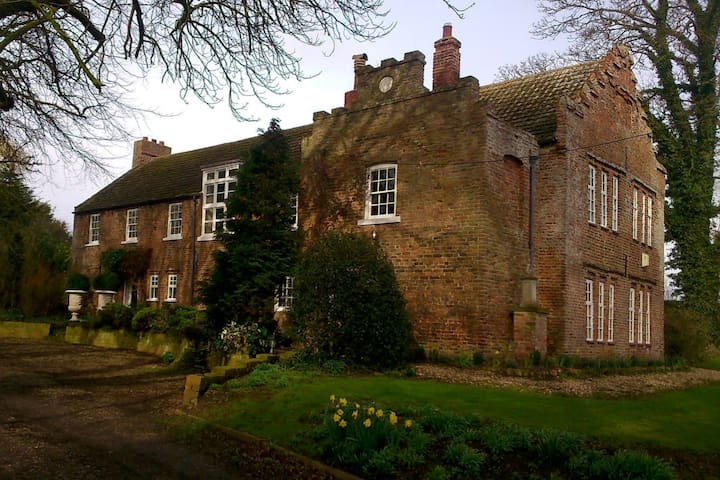 UK SUMMER OFFER The Constable Suite