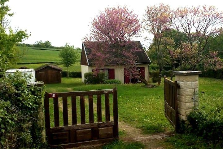 Dompierre-sur-Héry的民宿