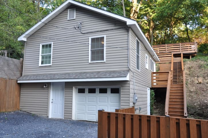 Comfortable Bungalow near Historic Harpers Ferry!