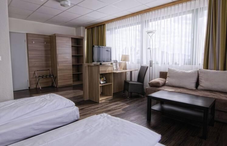 Hotelzimmer zentral gelegen mit Parkplatz und WLan