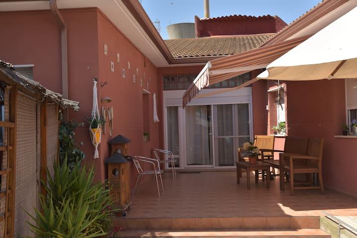Cabañas de Ebro的民宿