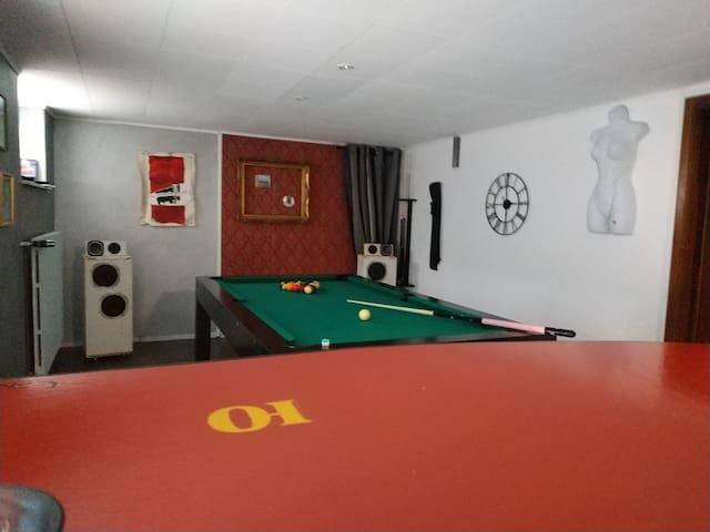 Ambiance bar et billard sur 50 m²
