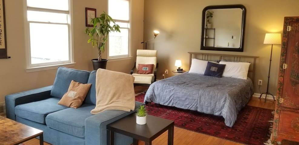 Private Carriage House Guest Suite in Old 4th Ward