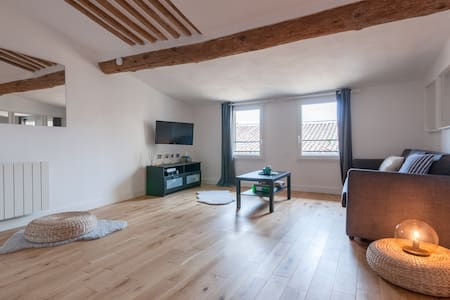 ★ Stylish Loft in the Heart of Old Town ★ A/C