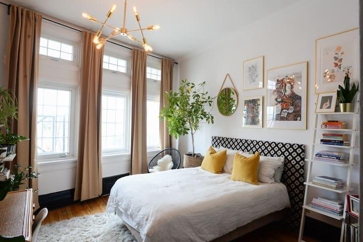 Artsy apartment in trendy Hintonburg