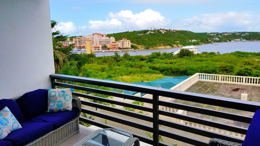 Amazing lagoon view 2 bedroom 2 bathroom apartment