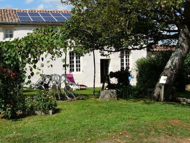 Villars-les-Bois的民宿