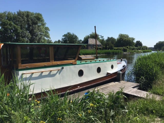Beautiful Renovated boat on the Amstel river