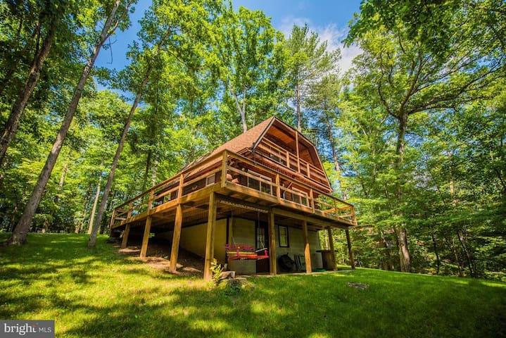 Cozy Cabin Creek Retreat W/ WiFi & Hottub