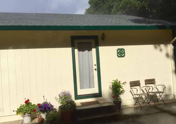 Redwood Valley的民宿