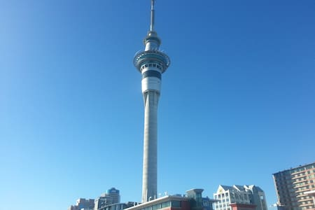 Central Room Under Sky Tower - Wifi, Warm & Clean