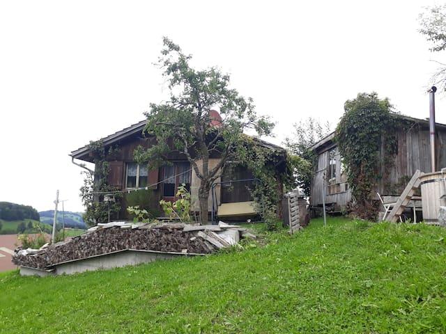 Oberhelfenschwil的民宿
