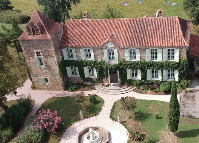 Castelnau-Rivière-Basse的民宿