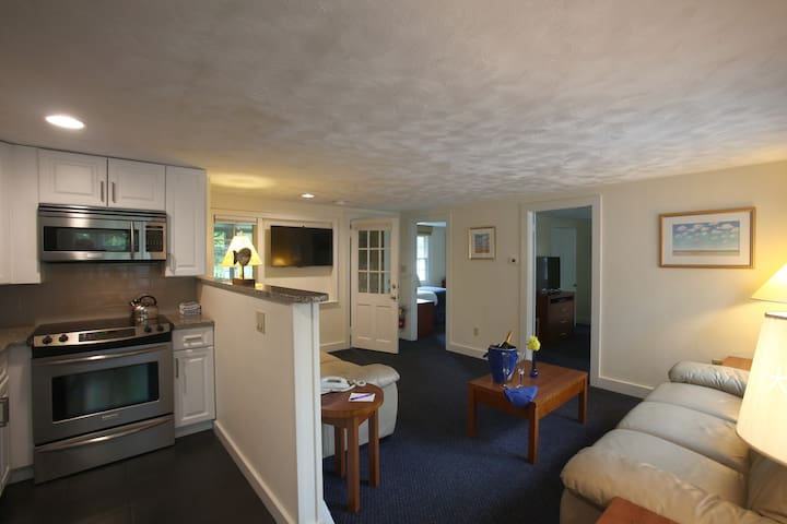 Pleasant Bay Village Resort - Lower Deluxe Two Bedroom Suite