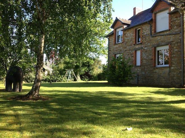 Les Brulais的民宿