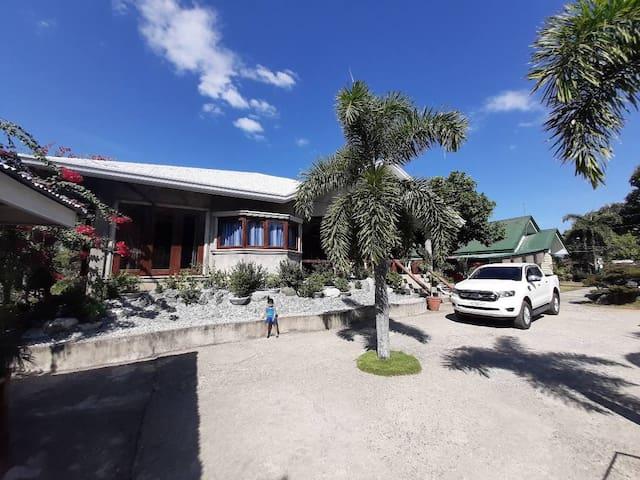 Kwatog's Beach House and Grape Farm