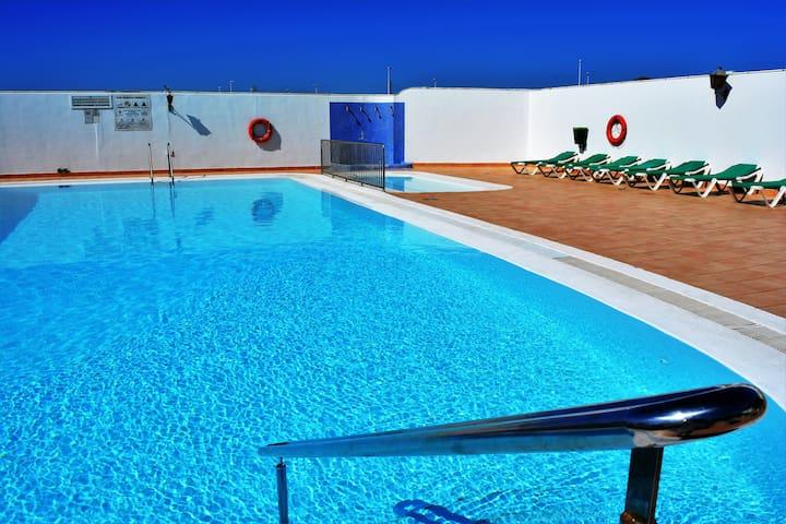 Plus Sun Puerto del Carmen Share Pool wifi 42!