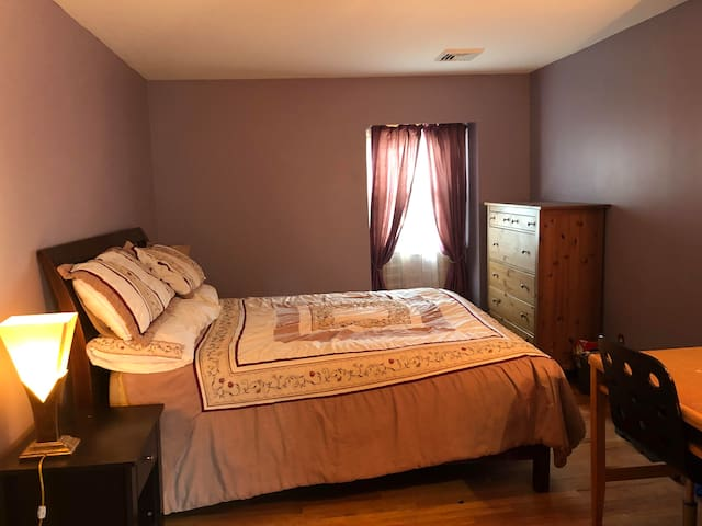 # Women Only - Private room with Queen Size Bed