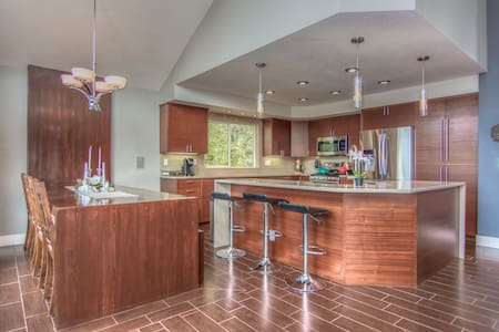 Bend Mountain Modern, HotTub, 2 Bd/2BA-2000 SF A/C