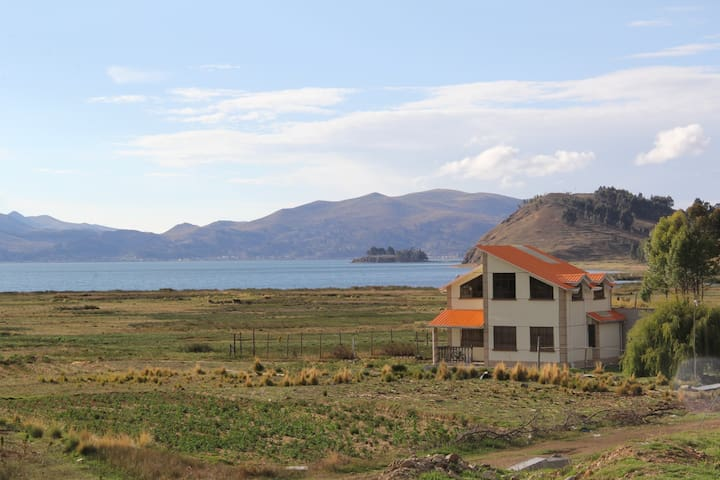 Strait of Tiquina的民宿