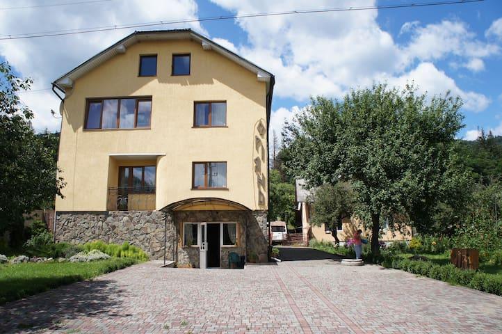 Skolivs'kyi district的民宿