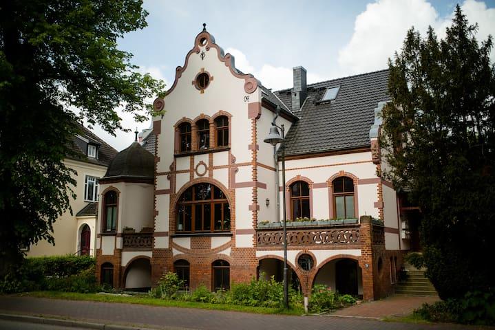 Gemütliches Mini-Studio mit Alkoven in alter Villa