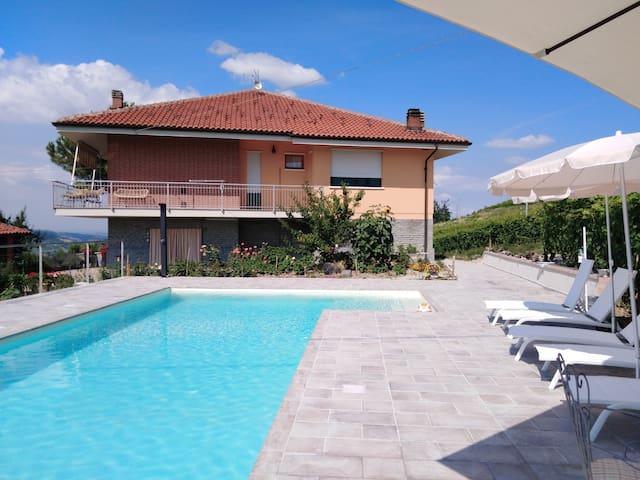Castiglione Tinella的民宿