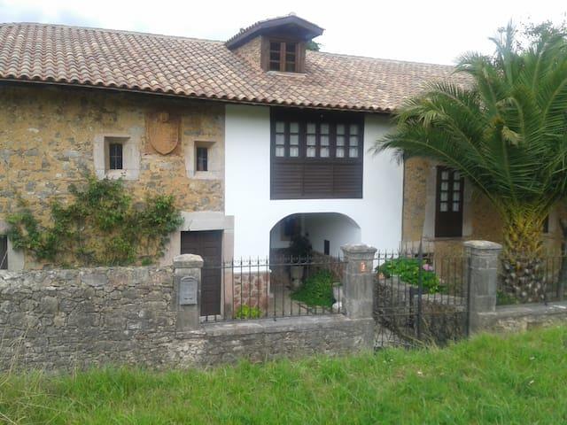 Santullano的民宿