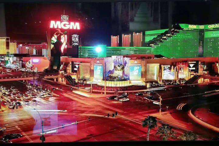MGM Signature Balcony Suite 12051 NO RESORT FEES