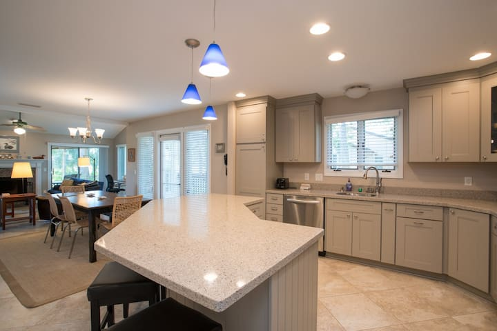 Beautiful Sawgrass Condo steps from the Beach and Golf Club (QP - 530)