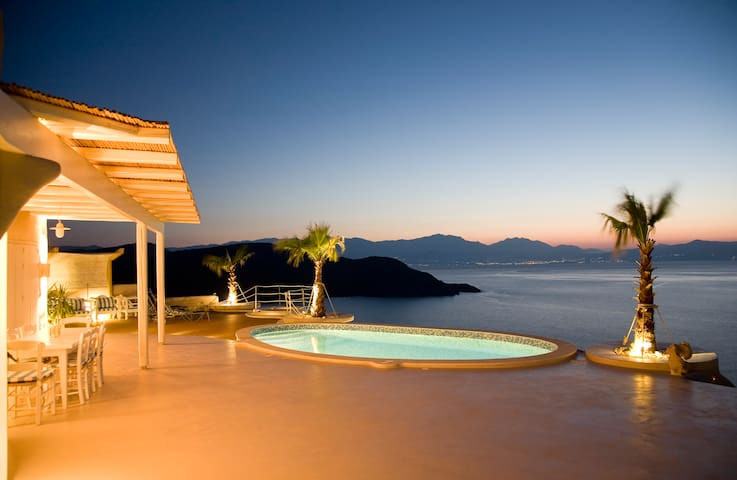 Cycladic Style Villa Overlooking gulf of Mirabello