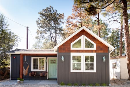 The Downtown Cactus Cottage in the Prescott Pines