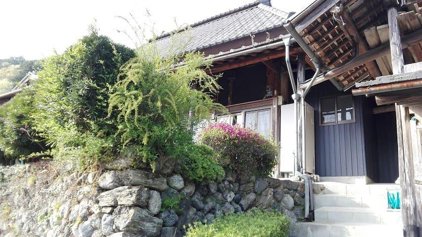 Kamiyama, Myōzai-gun的民宿