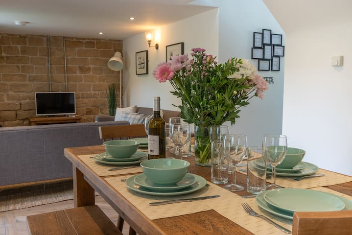 Pet-friendly, Country Cottage for 6 people