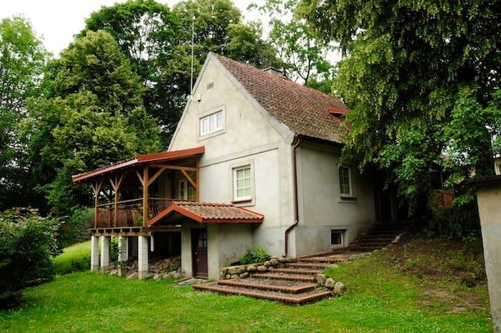 Całoroczny dom w Powałczynie w spokojnej okolicy.