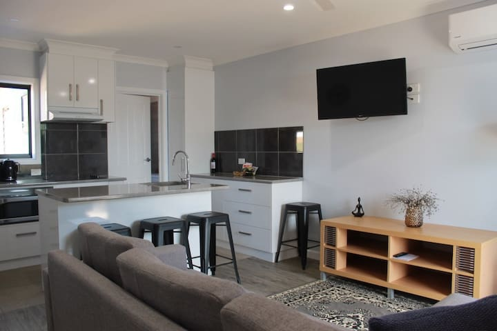 Country Style Accommodation: Unit 2