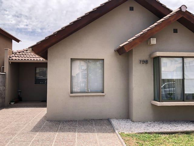 Acogedora casa con excelente ubicación.