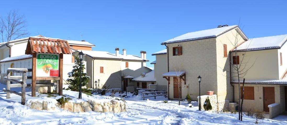 Rocca di Cambio的民宿