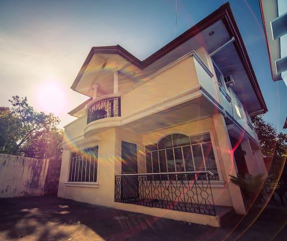 Mentor's Moor - Entire House - Victorias City
