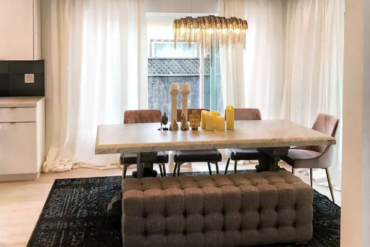 Private Room at Hip Melrose Ave- adjutant to WeHo