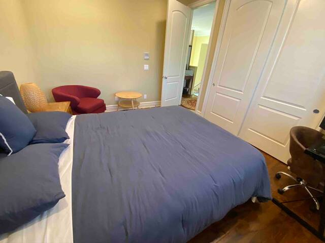monthly rental private room &queen bed