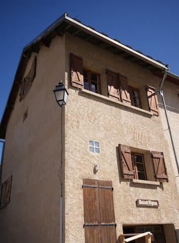 蒙特热内夫尔的民宿
