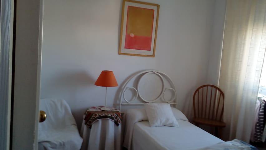Dormitorio y baño privados en casa particular