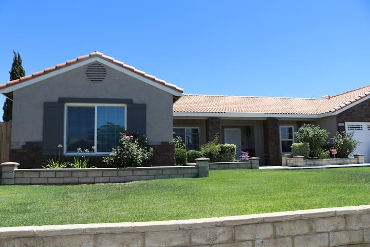 Victorville, beautiful, cozy, family pool home!